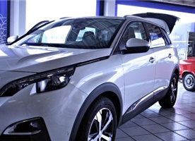 Peugeeot 5008 Allure 130 EAT 6         29.400 €